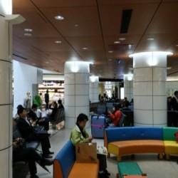 【納入事例】■プロジェクト名/新大阪駅構内■シリーズ名/パリトーンPSシリーズ−ホワイト■用途/R柱
