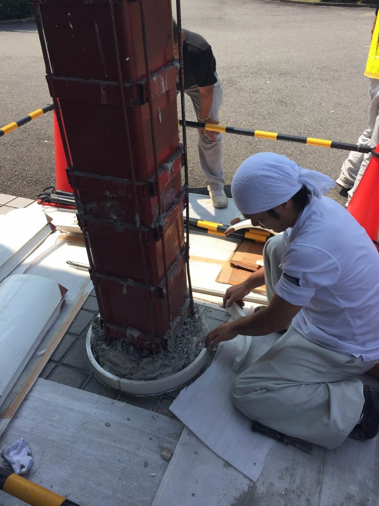R柱の破損によるパリトーン張り替え改修工事