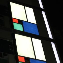 【納入事例】■プロジェクト名/銀座 商業ビル ■シリーズ名/パリトーンPLクリスタルホワイト、エメラルド、マリンブルー PSシリーズ ホワイト、ベージュ、ブラック■用途/外壁材